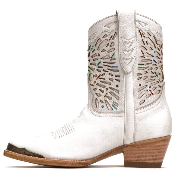 Frye Shoes - HP🎉Frye Tulsa beaded white leather short boots
